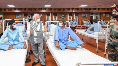 Photo of Defence Ministry rubbishes rumours over Modi's visit to hospital in Leh