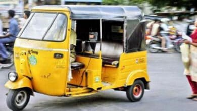 Photo of Coronavirus fear: Ailing woman left by auto-driver on road, dies