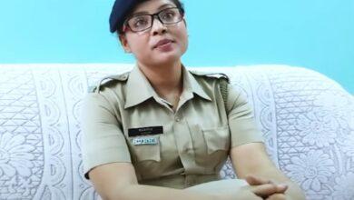 Photo of Policewoman Mahinur Khatun turns messiah for destitutes