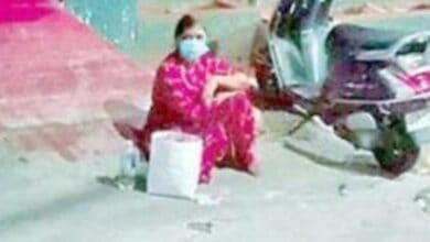 Photo of Beats corona, son didn't let her in, woman spends night on road