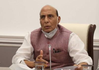 Defence Minister honours Kargil martyrs