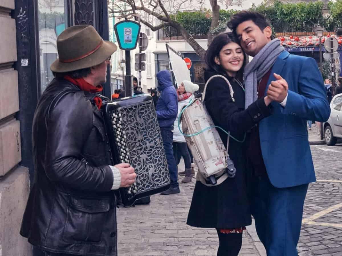 Sushant, Sanjana live life to fullest in 'Khulke Jeene Ka' video