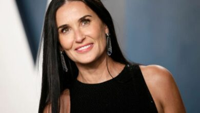 Photo of Demi Moore blames ex Bruce Willis for her viral carpeted bathroom