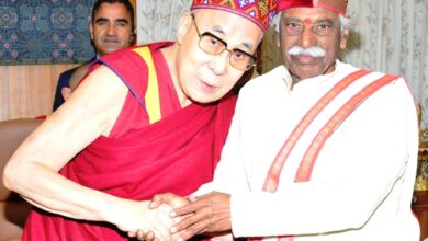 Photo of HP Governor Bandaru Dattatreya extends his birthday greetings to Dalai Lama