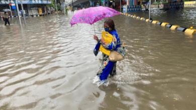Mumbai lashed by heavy rain, traffic hit
