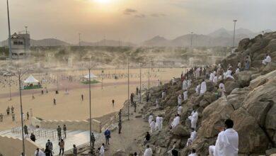 Photo of Pilgrims drop in at Mount of Mercy (Jabal Al-Rahma)
