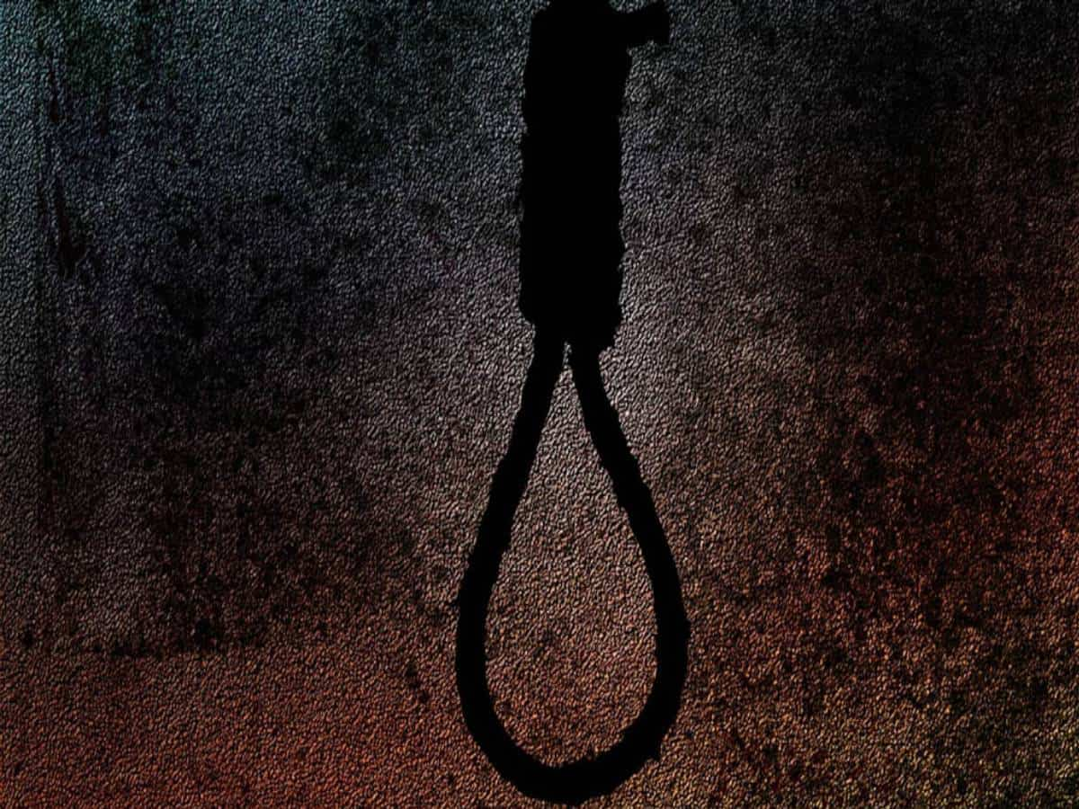 Telangana official hangs self over fear of contracting corona