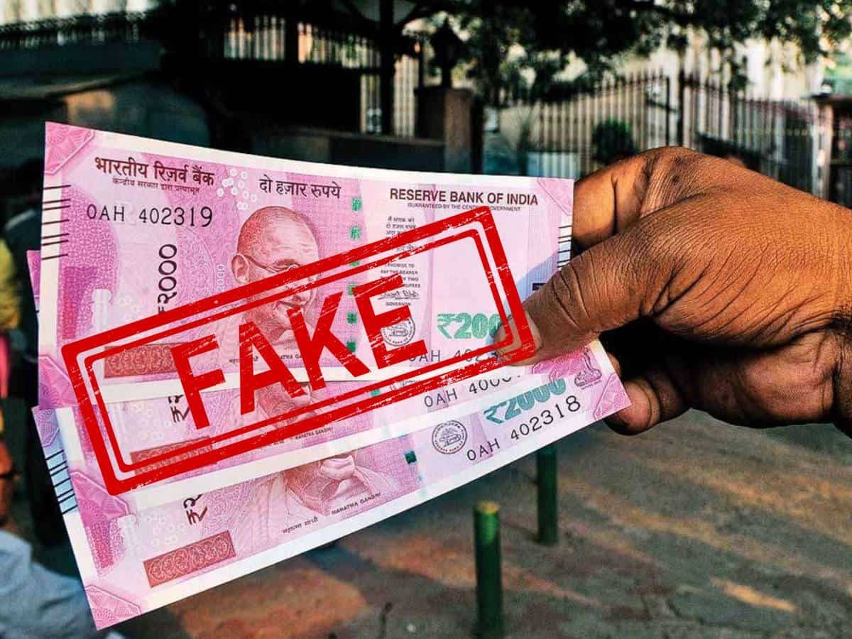 Guj: Scrapped notes of Rs 4.76 crore face value seized, 2 held