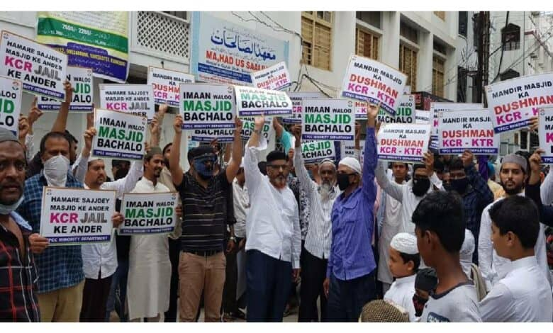 Congress holds statewide protest against the demolition of mosques, temple in Secretariat
