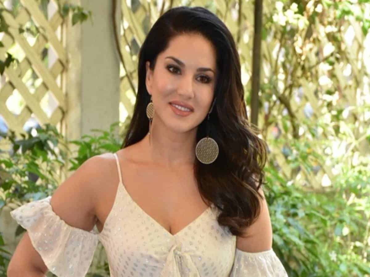 Sunny Leone is back to 'boring home gym'