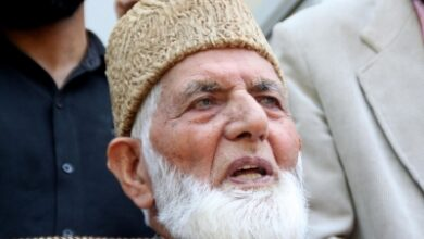 Photo of Geelani conferred with Nishan-e-Pakistan award; BJP condemns