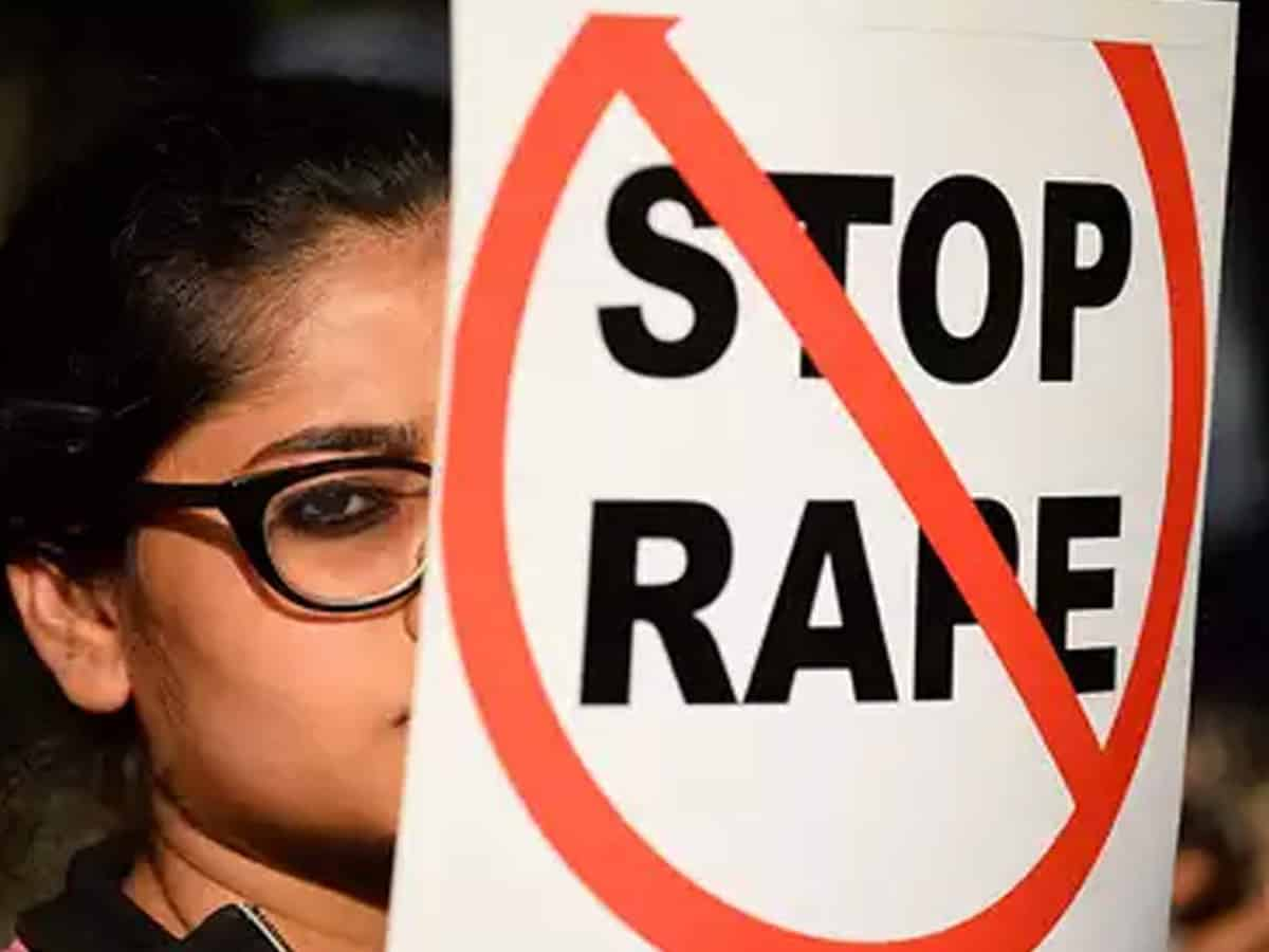 14-year-old girl found hanging at Noida school, parents allege rape, murder