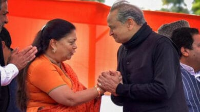 Photo of Is BJP's tough lady Vasundhara stalling party attempts to dislodge Gehlot?