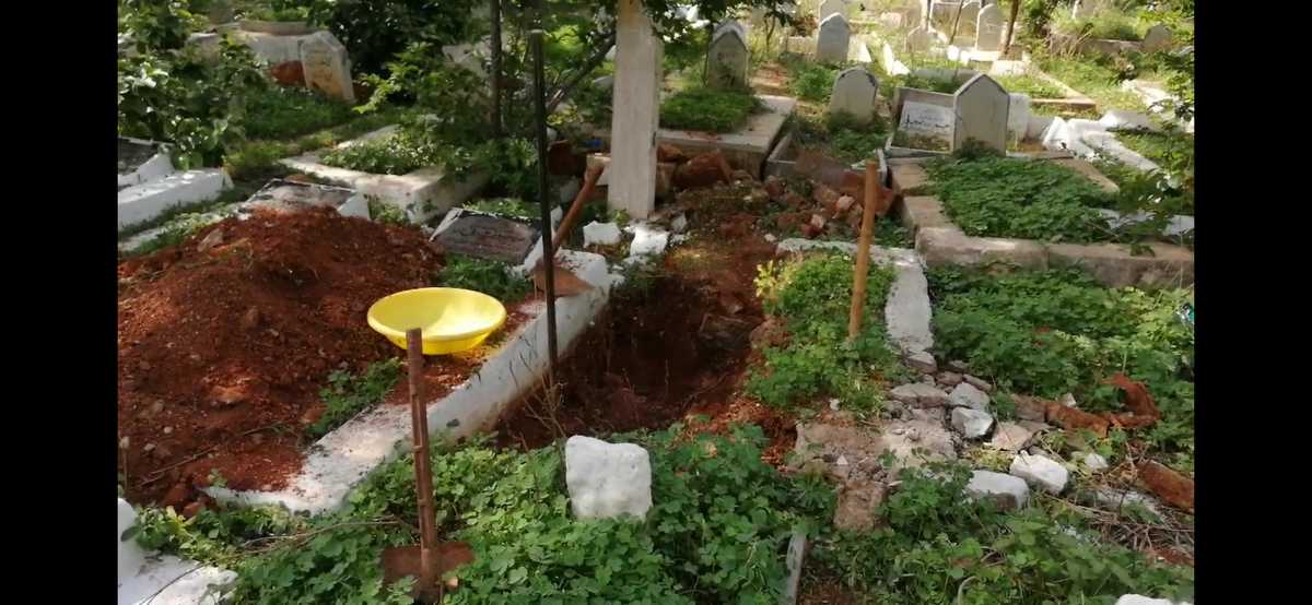 Since May, this gravedigger has buried over 15 corona victims