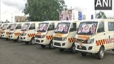 Photo of Maharashtra CM flags off 25 ambulances donated by Shiv Sena