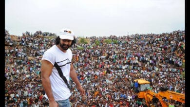 Photo of When 'man of masses' Prabhas was greeted by a huge crowd