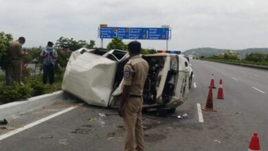 Photo of Andhra minister's escort vehicle overturns, cop killed