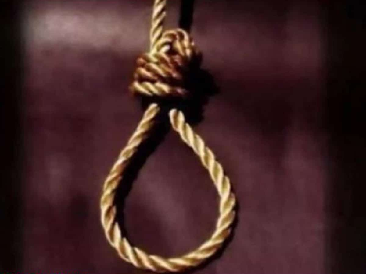 Girl hangs self after tiff with brother over mobile phone