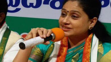 Photo of Vijayashanti lashes out at CM KCR