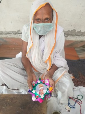 Vrindavan widows to send special masks,rakhis to 'Modi bhaiyya' (Ld)
