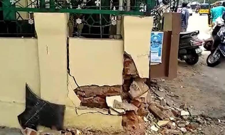 Dargah Hafeez Ali at Basheerbagh hit by drunken driver, walls damaged
