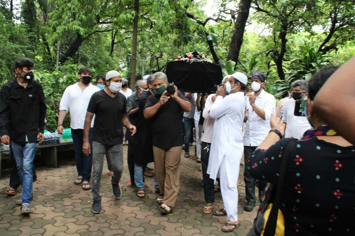 Jagdeep funeral: Sons Jaaved, Naved pay last respects, along with Johnny Lever