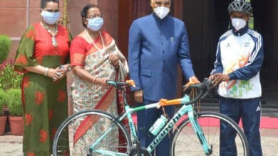 Photo of Prez Kovind gifts bicycle on Eid to budding cyclist