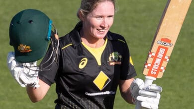 Photo of Beth Mooney signs with Perth Scorchers for next two WBBL seasons