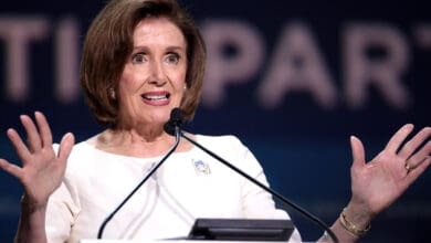 Photo of Pelosi urges Trump to 'ask for directions' on virus crisis