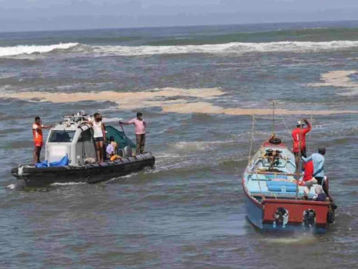POCSO case accused jumps into sea, police search on