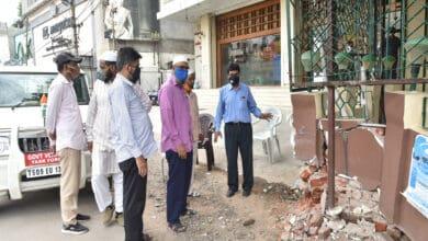 Photo of Speeding four wheeler rams into Dargah at Basheerbagh