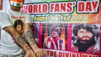 Photo of Fans pay tribute to Amitabh Bachchan