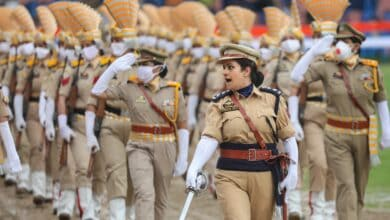 Photo of Woman inspector in TN puts father's funeral on wait mode, leads parade