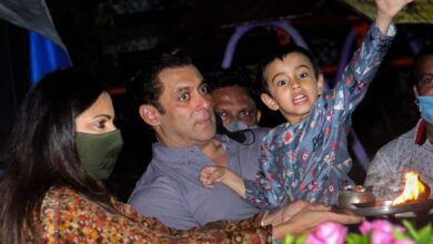 Photo of Mumbai: Salman Khan performs Ganpati Visarjan