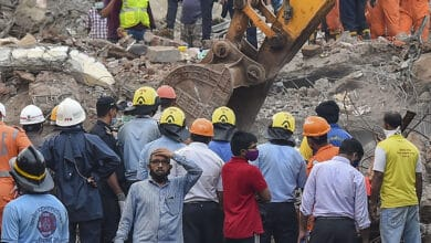 Photo of Maha collapse: 64-year-old searches for daughter, 3 grandkids
