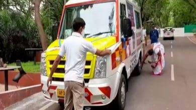 Photo of Amaravati: SBI hands over ambulance to Andhra Pradesh police