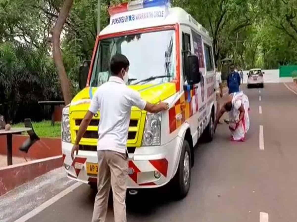 Amaravati: SBI hands over ambulance to Andhra Pradesh police