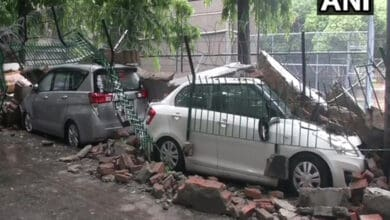 Photo of Delhi rains: Vehicles damaged in Saket after sidewall collapses