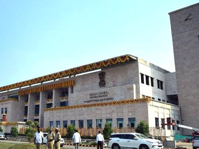 Andhra HC orders status quo on state capital till Aug 14