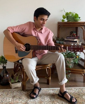 Anuv Jain's new song 'Alag Aasmaan' talks of long distance love