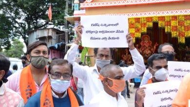 Photo of VHP, Ganesh Utsava Samithi protest against restrictions over Ganesh Chaturthi