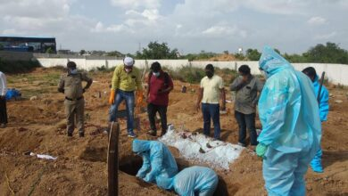 Photo of Hyderabad youth help in burial of COVID victims, show no religious bias