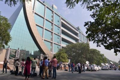 CBI arrests 2 HDFC Bank staff in Rs 2L graft case (Ld)