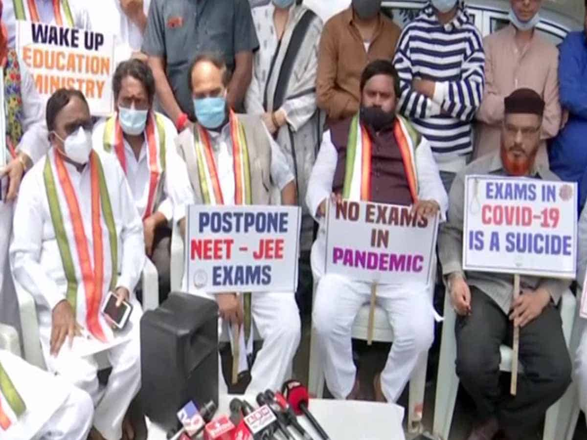 Telangana Congress holds protest against conduct of NEET, JEE exams amid COVID-19