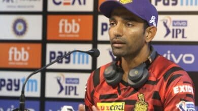 Photo of Dhoni and I used to sit on floor and eat in hotel room, Uthappa recalls