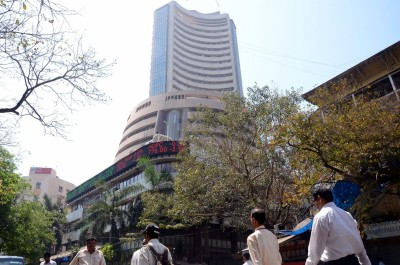 Equities end flat; banking, healthcare stocks fall (Lead)