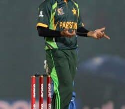 Photo of Hafeez isolates from Pak squad after breaching bio-secure protocols