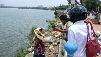 Photo of Despite ban, Ganesh idols immersed in Hussain Sagar Lake