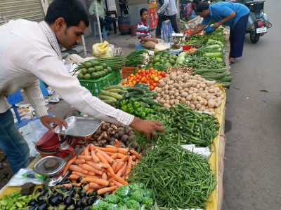 India's July wholesale inflation falls 0.58%, food prices soar (Ld)