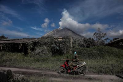 Indonesia's Sinabung volcano erupts, flight alert issued